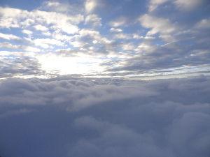 数人のための繋ぎスレ 10月13日(日) 楽天vs オリックス 4-10 帰りの飛行機より、雲海。雲が好きな人くらいしか興味ないでしょうけど。 この日、太陽を見たのは空の上だ
