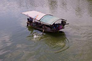 50歳以上の集会所で語らいを 日本は攻められている 小舟が領域に平気で侵入 強い姿勢で処罰をする 甘く見られているんだ!! すぐ本