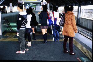 リバーサルで街歩き2 【JR二条駅】 みなさん、フィルムからデジタルへの変換はどうしてらっしゃるのでしょう? 僕は以前ここ