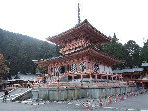 昔、昔、旅行をしました。そんな思い出ですよ。 これは、比叡山延暦寺かな。   延暦寺と言えば最澄が建てた一乗止観院(根本中堂)に始まり東塔(阿弥陀