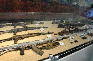 在日本朝鮮人総連合会(朝鮮総連) 総連事務所、総連関係者の自宅や事務所などに、 神戸震災復旧工事で発見されたのと同じ様な兵器が隠匿され