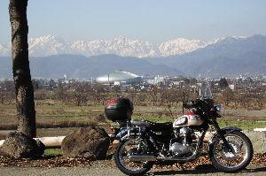 ライコ番外編ツーリング   初冬ともなると、バイクネタも尽きますね。 ストマジ・スパイクとはいえ、本格雪だと、 両足べったり