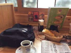 3543 - (株)コメダホールディングス 北海道の某店、マクドとかモスとかからコメダに来ると椅子の座り心地や接客が素晴らしいので安心します。