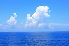 海が見える丘の上の学校 自分は遠き雲ばかり眺めていて  当事者になれない。  雲はつかもうとすると  すり抜けてしまう。