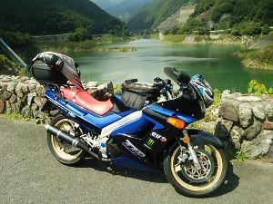 千葉県発!バイク遊びしませんか? ちょっと前になりますが有間ダムに行ってきました。 そろそろリヤサスがダメなようです♪